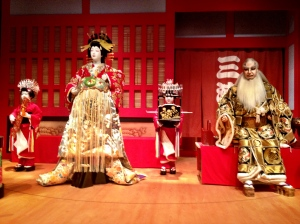 Picture of an Oiran (left) and two little servent girls