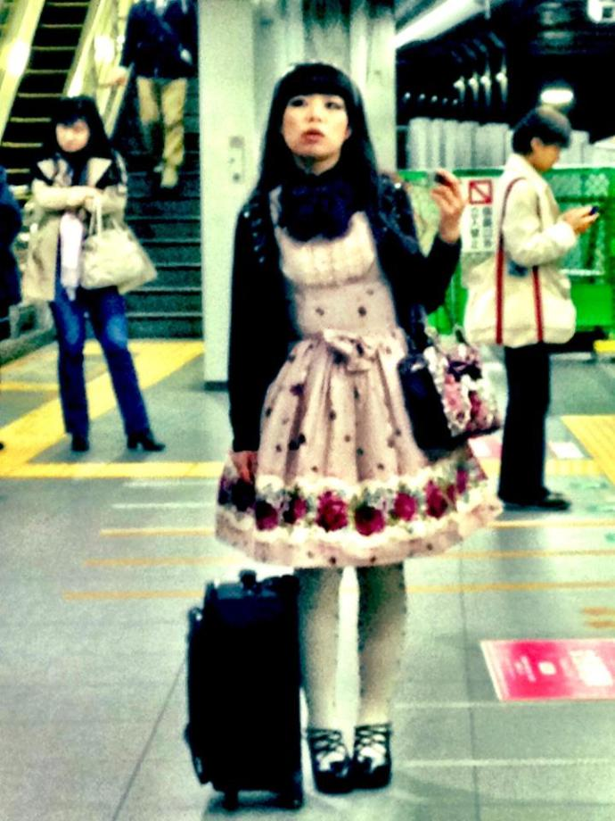 Japanese girl standing pidgeon toed (toes facing inward)