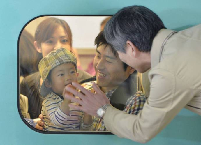 Homeward bound: A boy and his father say goodbye to a relative Sunday before their bullet train departs from JR Sendai Station. Holidaymakers crowded trains, planes and automobiles as the Golden Week holidays started coming to an end.