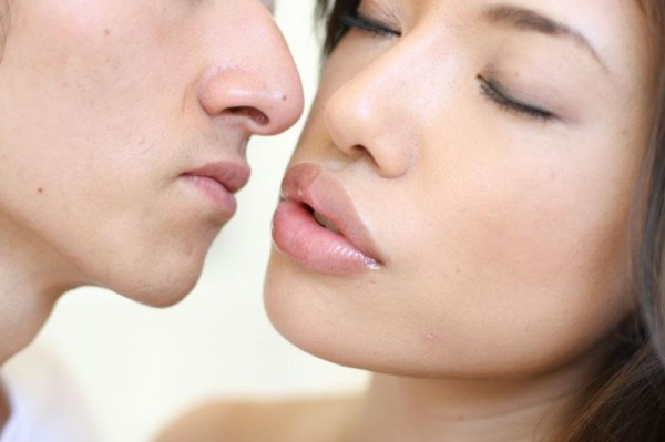When do Japanese have their first kiss?