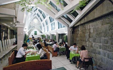 hilltop hotel beer garden